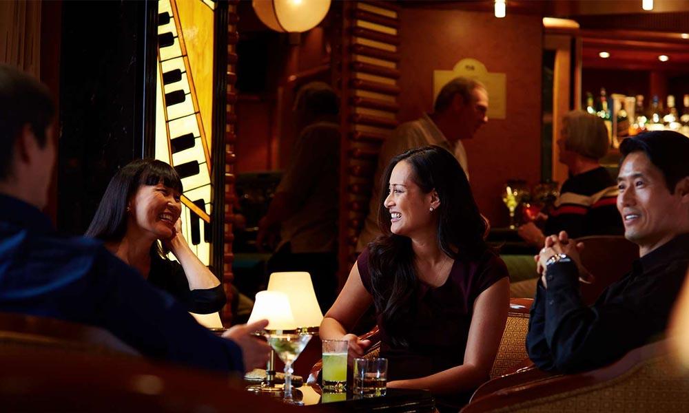 Живая музыка эпохи Синатры в баре