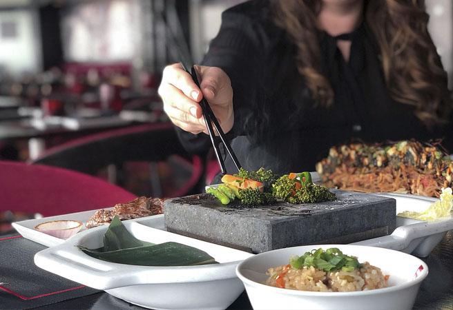 Альтернативный ресторан Izumi Sushi & Hot Rocks