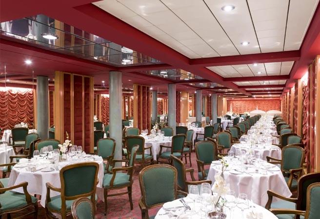 Основной ресторан лайнера La Pergola