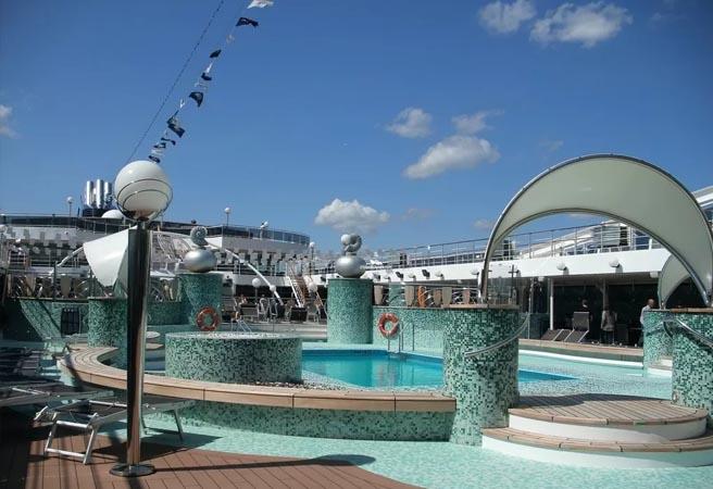 Открытый бассейн Le Grand Blue