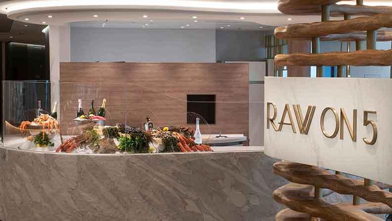 Ресторан морепродуктов Raw on 5