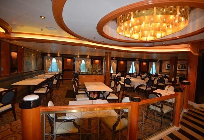 Основной ресторан Symphony Dining Room